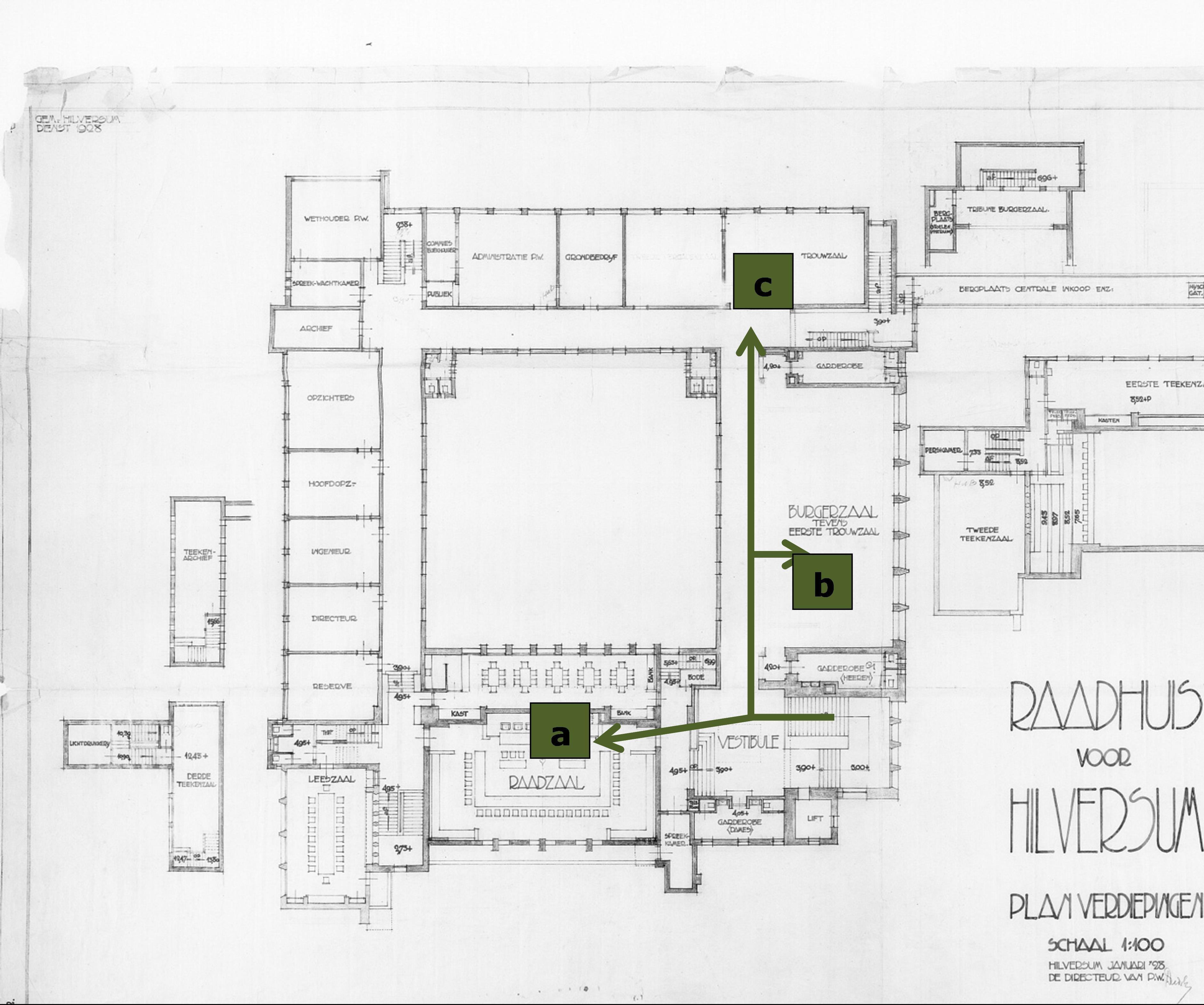De plattegrond van de eerste verdieping van het hoofdgebouw met de raadzaal (zie a), de burgerzaal (zie b) en de trouwzaal (zie c), Streekarchief Gooi en Vechtstreek te Hilversum. Inventarisnummer SAGV169-2324.